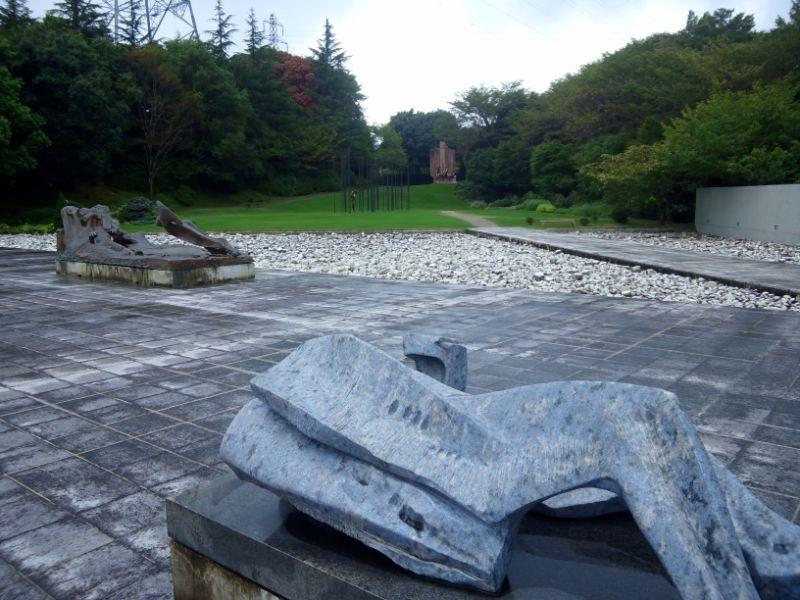 クレマチスの丘:美術館の彫刻