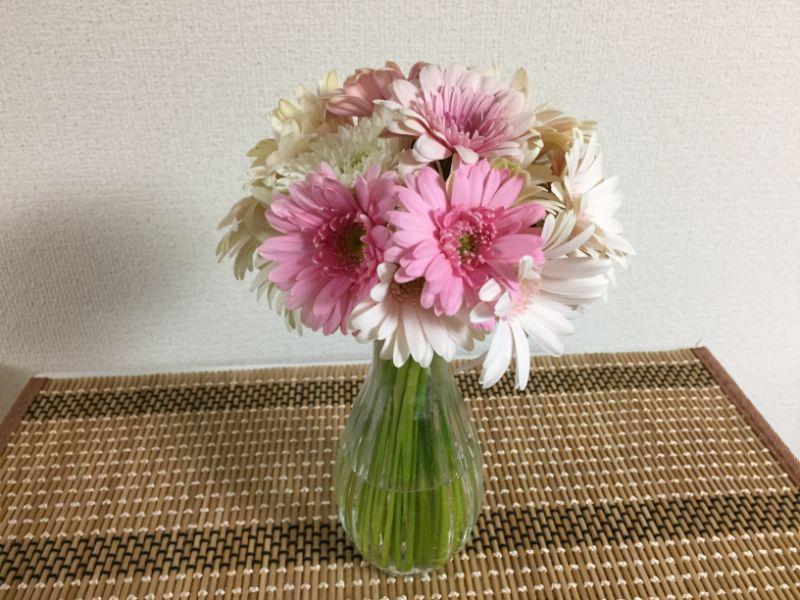ガーベラ18本を花瓶に活けました