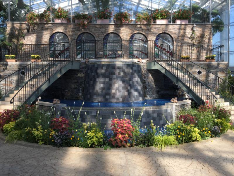 はままつフラワーパーク:温室内の泉