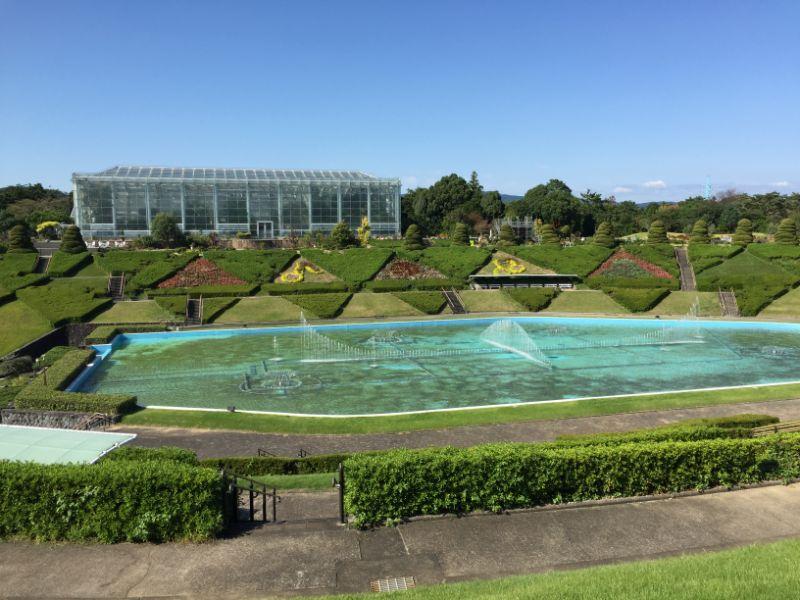 はままつフラワーパーク:噴水広場と温室