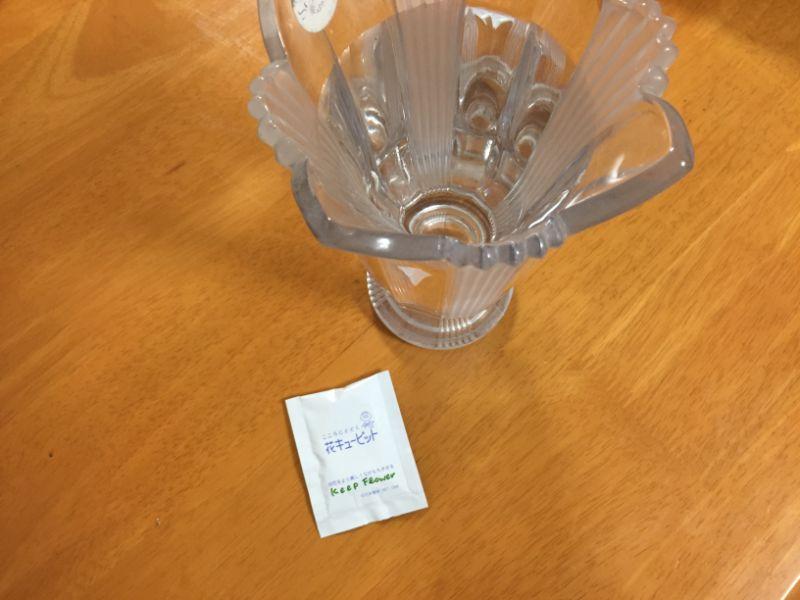 花瓶の水と栄養剤