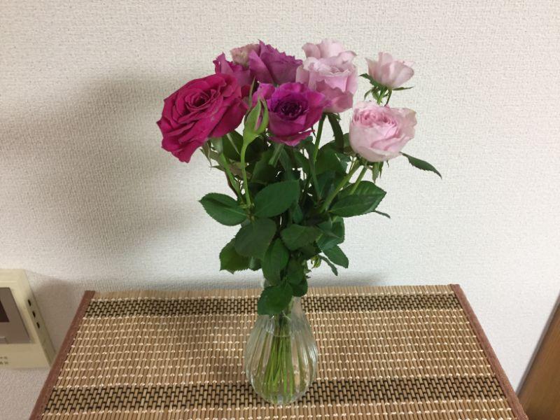 香りがいいミニバラを花瓶に生ける