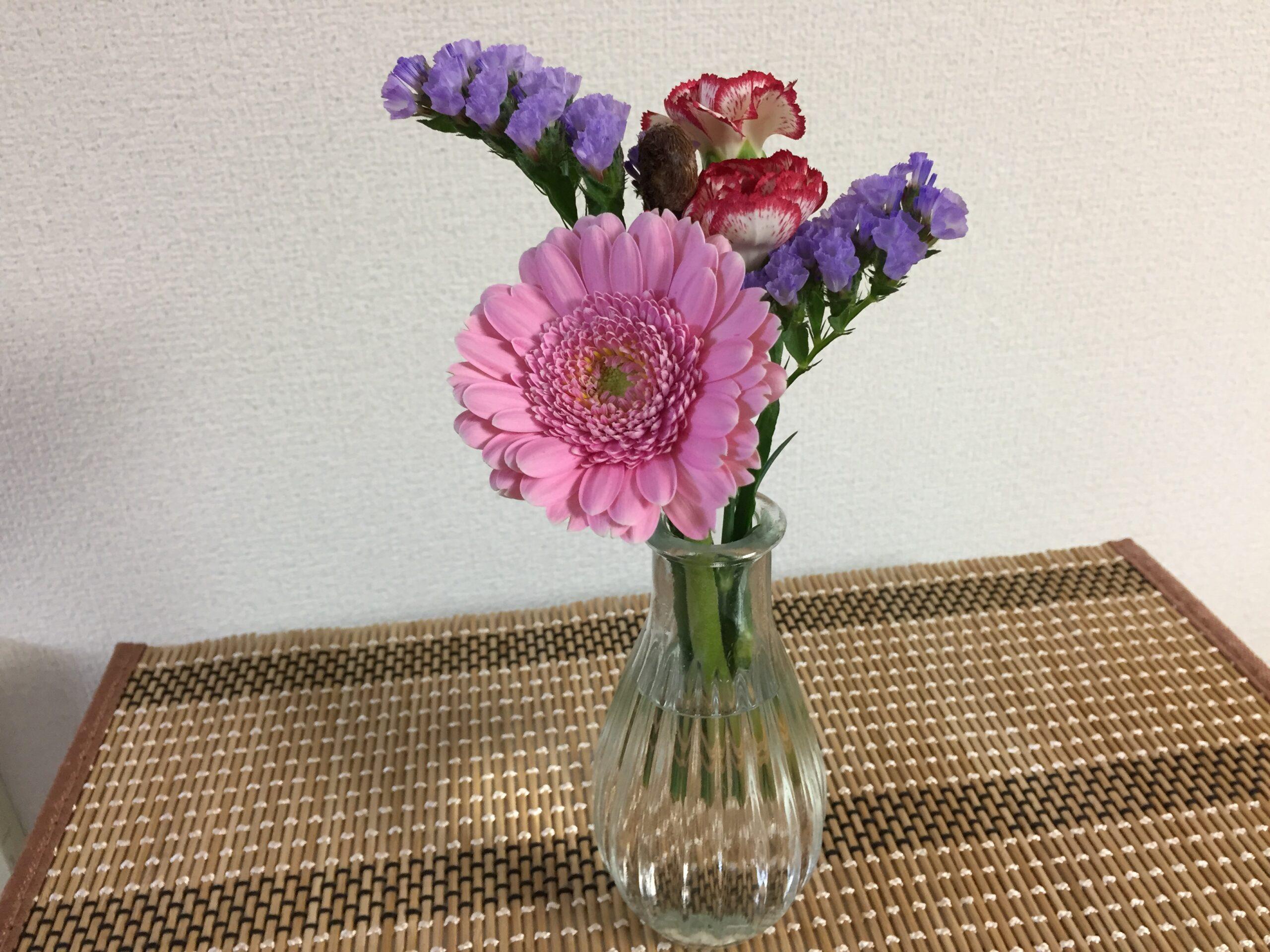 ブルーミーライフの花、100均の花瓶でピッタリ