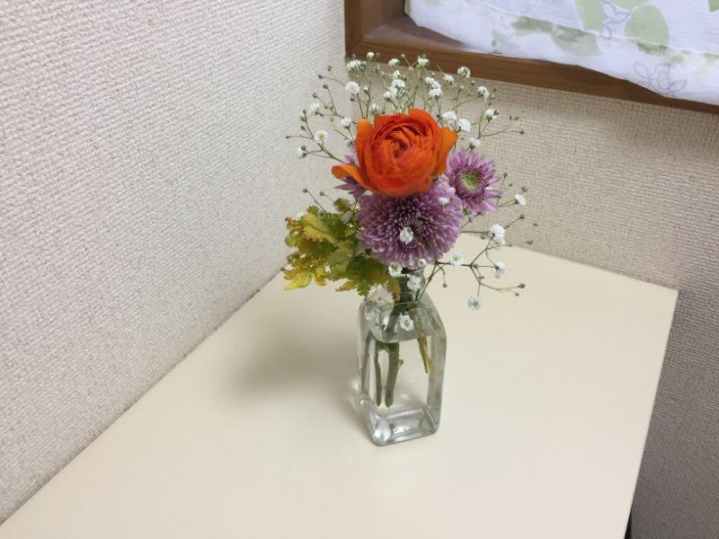 BloomeeLIFE3回目:調味料の空き瓶に飾る