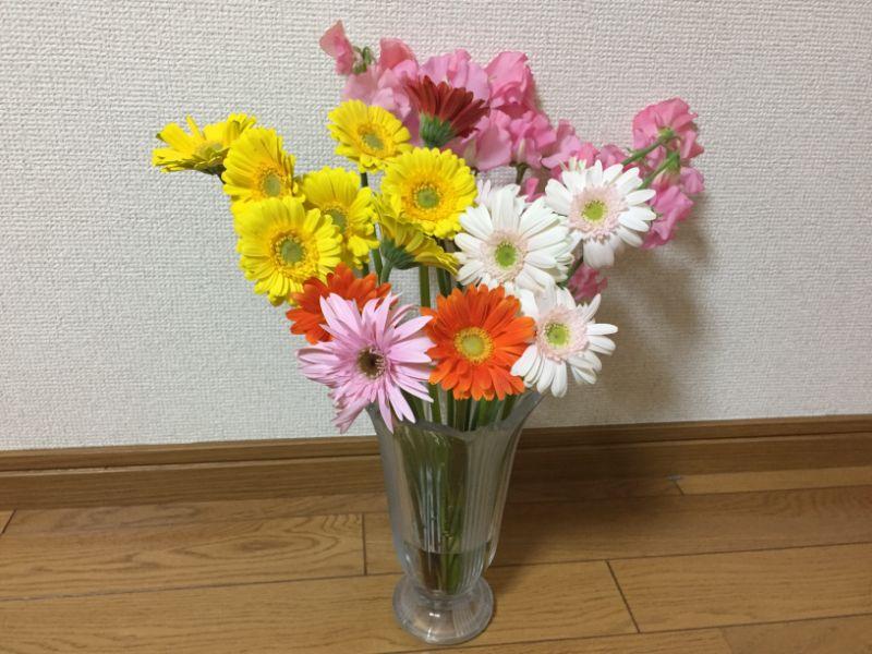 直売の花をまとめて飾る