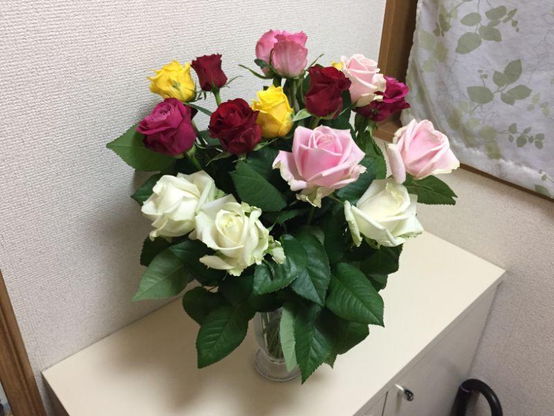 産地直送のバラを花瓶に活けて玄関に飾ってみた