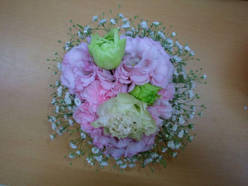 卒業祝いの桜色のミニブーケ